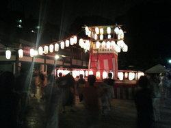 穴八幡での盆踊り